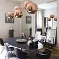 светильник подвесной медный Copper Shade Tom Dixon D40 над столом