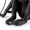 Настольная лампа сидящая обезьянка  черная