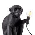 Настольная лампа Обезьяна сидит с лампочкой в руках  черная