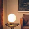 IC Lighting Flos настольная лампа на прикроватном столике золотая