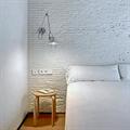 Бра Artemide Tolomeo Micro 2 в спальне