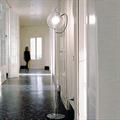 Торшер Artemide Miconos  Ernesto Gismondi в коридоре